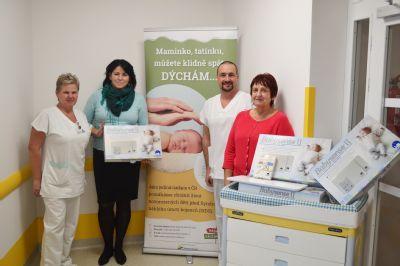 Spánek novorozenců střeží v Nemocnici Valašské Meziříčí a.s. nové monitory dechu