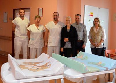 Nemocnice Valašské Meziříčí získala od města šest nových přebalovacích pultů