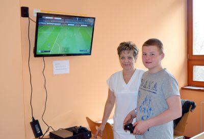 Děti hospitalizované v Nemocnici Valašské Meziříčí si krátí čas hraním na konzoli