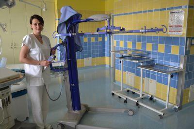 Ještě bezpečnější manipulaci s pacienty zajišťuje v Nemocnici Valašské Meziříčí moderní zvedák