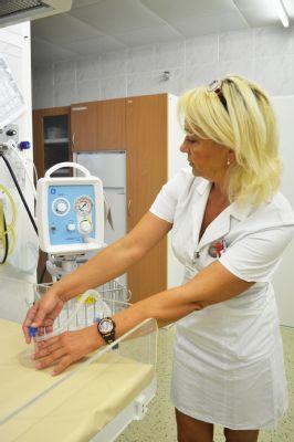 Nový resuscitátor pomůže zachraňovat životy novorozenců v Nemocnici Valašské Meziříčí