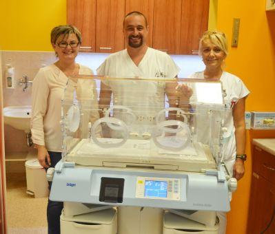 Moderní inkubátor v Nemocnici Valašské Meziříčí využijí nejen předčasně narozená miminka