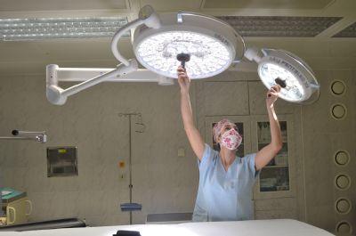 Moderní technika osvětluje operační a porodní sály Nemocnice Valašské Meziříčí