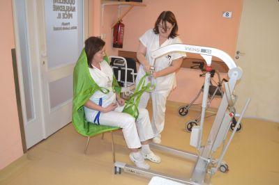 Oddělení následné péče Nemocnice Valašské Meziříčí získalo nový pacientský zvedák