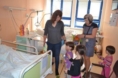 Za pacienty Nemocnice Valašské Meziříčí dorazili předškoláci s pomlázkou