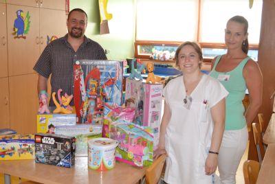 Nové hračky zpříjemní dětem hospitalizovaným v Nemocnici Valašské Meziříčí letní prázdniny