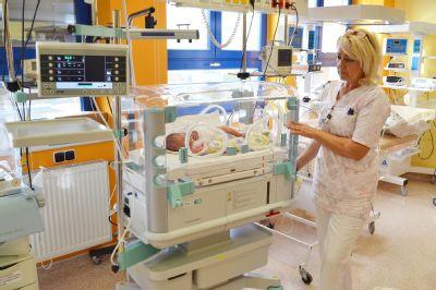 Nemocnice Valašské Meziříčí pořídila nový moderní inkubátor nejen pro předčasně narozená miminka