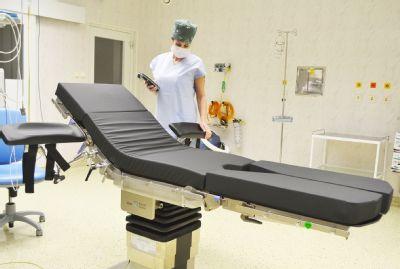 Centrální operační sály Nemocnice AGEL Valašské Meziříčí se mohou pochlubit špičkovým operačním stolem. Nosnost má až 360 kilogramů.