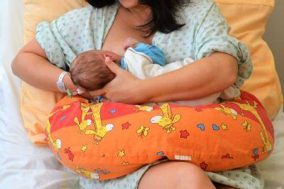 Mateřské mléko má pro dítě nenahraditelné výhody. Světový týden kojení si připomíná také Nemocnice AGEL Valašské Meziříčí